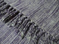Tapete p/ sala ou quarto em tear cor ROXO Feito com fios de algodão; Confeccionado em tear; Fácil de limpar; Medida:Tapete medindo 1,50 x 2,00