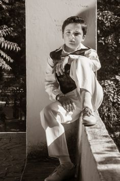 FrancisGalvan | Fotografo en Dos Hermanas: Parque de Oromana. Reportaje de Comunión. Poses, Boys First Communion, Boy Fashion, Cute Boys, Old School, Guys, Portrait, Couple Photos, Photography