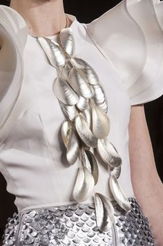 Cascading Mussels Necklace - sculptural jewellery design inspired by natural forms Appears to be shell sprayed silver, rather than cast/moulded in silver Shell Jewelry, Jewelry Art, Jewelry Accessories, Fashion Accessories, Jewelry Design, Fashion Jewelry, Jewellery Box, Gold Jewelry, Jewellery Shops