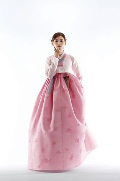 What a doll. Korean Traditional Dress, Traditional Fashion, Traditional Dresses, Oriental Dress, Oriental Fashion, Korean Dress, Korean Outfits, Modern Hanbok, Culture Clothing