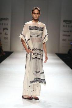 37 ideas dress fashion week outfit for 2019 2000s Fashion Trends, Early 2000s Fashion, Indian Fashion Trends, Summer Fashion Trends, 20s Fashion, Bridal Fashion, Street Fashion, Winter Fashion, Women's Dresses