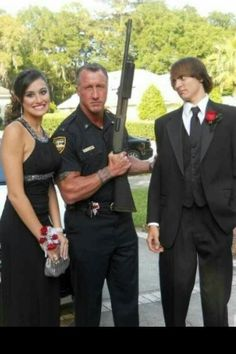PROM SEASON IS HERE! Daddy's girl (He looks so pissed because his daughter is going to prom with a 15 year old who desperately needs a haircut. Prom Photos, Prom Pictures, Prom Pics, Dance Photos, Prom Date, Funny Memes, Hilarious, Funny Cops, Tough Guy