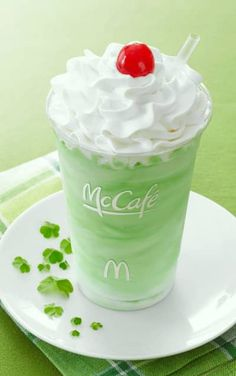 The only problem with the tasty McDonald's Shamrock Shake is that it is only available once a year. That is now no longer the case thanks to our recipe. Ginger Ale, Shamrock Shake Mcdonalds, Sangria, Tequila, Mcdonalds Recipes, Rum, Top Secret Recipes, Milkshake Recipes, Milkshakes