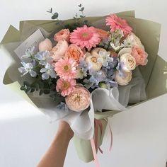 Beautiful Bouquet Of Flowers, Beautiful Flower Arrangements, My Flower, Floral Arrangements, Beautiful Flowers, Flower Phone Wallpaper, Luxury Flowers, Flower Aesthetic, Planting Flowers