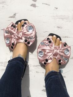 Exaggerated Bowknot Rhinestone Decorated Flat Sandals