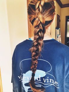 http://pinkandgreenlivingthedream.tumblr.com/post/114960342497/prepped-in-pearls-braid