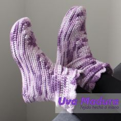 El PASO a PASO de estas lindas pantuflas en bota lo encontrarás en nuestro canal de youtube   #Pantuflas #Slippers #CrochetPantuflas #CrochetSlippers #PantuflasCrochet #PantuflasGanchillo #PantuflasTejidas #Crochet #Ganchillo #Croche #Handknit #Crocheted #Yarnlove #Instacrochet #Craftsposure #Creativelifehappylife #Handmadeisbetter #Crochetersofinstagram #Crochetaddict #Crocheting #Yarn #Crocheteveryday #Crochetando #Handmadewithlove #Virka #Craftastherapy #Orgu #Tejido #Knit #Crafts #Lana… Fingerless Gloves, Arm Warmers, Lana, Hand Knitting, Socks, Handmade, Fashion, Slipper, Chrochet