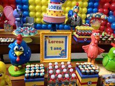 Mesa aniversário 1 ano Galinha Pintadinha -itens em scrapbook confeccionados por ARTEIRICES DA LILI, doces decorados por MORGANA BOTELHO