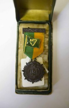 1916 Rising medal cased and volunteer badge - Courtesy of Rare Irish Stuff