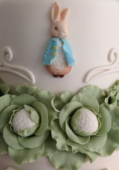 Peter Rabbit Inspired Easter Event {with Pottery Barn Kids at Gardens Mall} Peter Rabbit Cake, Peter Rabbit Birthday, Peter Rabbit Party, Bunny Birthday, Birthday Ideas, Easter Cupcakes, Easter Cookies, Rose Cookies, Coelho Peter