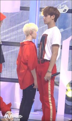 SEVENTEEN`s Mingyu and Woozi`s Height Difference in Recent Pictures are Just Too Adorable for Words Seventeen Memes, Mingyu Seventeen, Seventeen Debut, Diecisiete Memes, Funny Kpop Memes, K Pop, Carat Seventeen, Choi Hansol, Won Woo