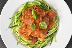 Eén van de dingen waarvan ik dacht dat ik het onwijs ging missen tijdens de Paleo challenge was pasta. Ik ben dol op pasta en het liefst eet ik iedere week wel een pastagerecht. Echter heb ik gemerkt dat dit… Love Food, Pulled Pork, Spaghetti, Goodies, Low Carb, Healthy Recipes, Diet, Vegan, Meals