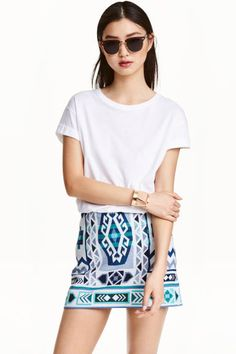 Jacquard-weave skirt: Short, jacquard-weave skirt with a concealed zip at the back.