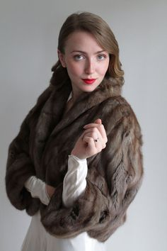 Vintage Chinchilla Fur Stole with Sleeve Cuffs Vintage Gowns, Vintage Bridal, Dress And Heels, Dress For You, Brown Dress, White Dress, Chinchilla Fur, Bald Spot, Fur Stole