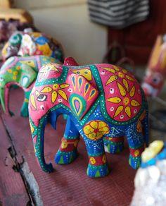 Elephant souvenir from Sri Lanka Tribal Elephant, Elephant Love, Tribal Art, Sri Lanka, Elephant Home Decor, Statues, Elephant Parade, Indian Art, Clay Art