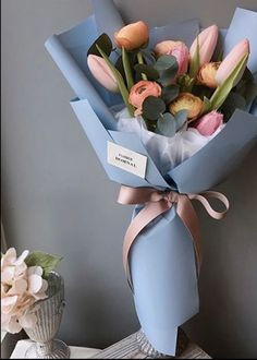 card pinned on left - Card left pinned Boquette Flowers, How To Wrap Flowers, Luxury Flowers, Flower Boxes, Fresh Flowers, Planting Flowers, Beautiful Flowers, Gift Flowers, Tulips Garden