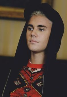 """""""Sometimes it's overwhelming but I love my fans and it's always great to see them.' - Justin Bieber"""