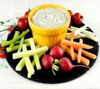 Une délicieuse #recette de #sauce au #roquefort pour accompagner des légumes crus.
