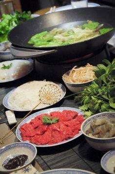 Fondue vietnamienne - Un goût de trop peu Shabu Shabu, Dips, Asian Recipes, Ethnic Recipes, Asian Cooking, Thai Red Curry, Food Porn, Beef, Japan