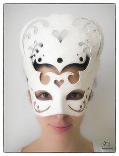 Carmen è un nostro modello originale, realizzato a mano in cartapesta, decorata a mano, pezzo unico, materia prima di alta qualità. Il volto in