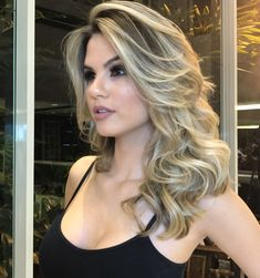 Makeup Maintainance Tips What Happens To Your Makeup Post Expiry Date « theguardianstyle Pretty Hair Color, How To Make Hair, Balayage Hair, Hair Dos, Gorgeous Hair, Prom Hair, Pretty Hairstyles, Hair Lengths, New Hair