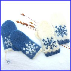 Pattern in English and Norwegian/Norsk :) Baby Mittens, Fingerless Mittens, Knit Mittens, Knitting Socks, Free Knitting, Baby Knitting, Crochet Socks, Knitted Slippers, Knitted Gloves