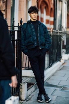 The street looks of the off-duty mannequins at Fashion Week h .- Les street looks des mannequins off-duty à la Fashion Week homme automne-hiver street looks mannequins fashion week man autumn winter 2016 2017 - Fashion Moda, Boy Fashion, Trendy Fashion, Mens Fashion, Fashion Outfits, Fashion Tips, Fashion Trends, Fashion 2017, Men's Street Fashion