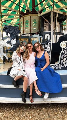 Zoe, Naomi and Tanya Zoella Style, Sugg Life, Niomi Smart, Looks Party, Tanya Burr, Zoe Sugg, Girl Online, Celebs, Color