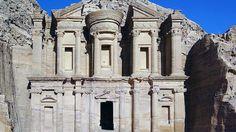 Templu Petra, #Iordania  23 de poze cu cele mai frumoase biserici si temple din lume.  Vezi mai multe poze pe www.ghiduri-turistice.info  Sursa : www.en.wikipedia.org/wiki/Petra