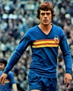 Johnny Rep of Valencia   Holland in 1976. Football Shirts 2897fbc028d3f