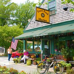 East End Marketplace is an inviting and charming provisions store in Provincetown, MA. Grab a delicious sandwich or stock your fridge here while indulging in the relaxing atmosphere of the artistic East End.