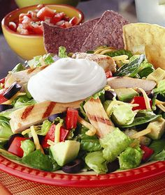 Lighten up the menu with Grilled Chicken Taco Salad and Daisy Squeeze!  #DollopofDaisy #GotItFree