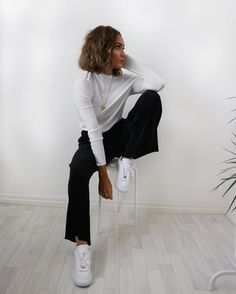 "9,290 gilla-markeringar, 55 kommentarer - Alicia Roddy (@lissyroddyy) på Instagram: ""Back to basics with the perfect pleated trousers - link to them in my bio now @missyempire"""