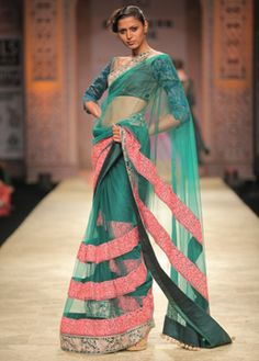 Love that saree ! want want want