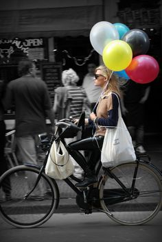 delightfulcycles:  Balloons (by Iam sterdam. (Off))