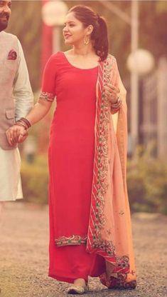 Mennu dujjji baar pyar hoya soneya dujji baar bhi hota tere naal For see more of fitness life images visit us on our website ! Punjabi Dress, Pakistani Dresses, Indian Dresses, Indian Attire, Indian Wear, Indian Suits Punjabi, Punjabi Girls, Punjabi Couple, Indian Style
