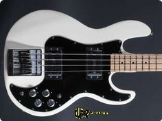 Peavey / T 40 / 1979 / White / Vintage Bass