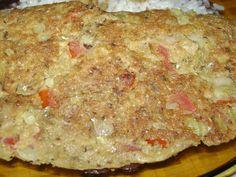 2 ovos (claras e gemas separadas)  - 1 lata de sardinha  - 1 tomate pequeno sem sementes e picado em cubos  - 1 cebola média bem picadinha  - 1 colher (sopa) de salsinha e cebolinha picadas  - 1 sachê de tempero pronto para feijão  - 3 colheres (sopa) de farinha de mandioca  - 1 pitada de sal, tomando cuidado em não salgar, pois a sardinha e o tempero pronto já contem sal  - Óleo para fritar  -