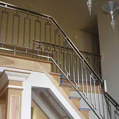 Ideas modern stairs railing stainless steel for 2019 Steel Grill Design, Steel Railing Design, Staircase Railing Design, Modern Stair Railing, Staircase Handrail, Balcony Railing Design, Modern Stairs, Staircases, Handrail Ideas