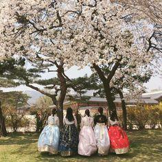 — rainymin Korean Ulzzang, Ulzzang Boy, Korean Girl, Asian Girl, Korean Best Friends, Ulzzang Couple, Best Friend Pictures, Cute Friends, Traditional Fashion
