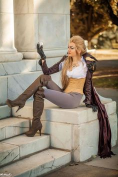 Cat Woman Cosplay - This is one of those cosplays that make so much sense in hindsight. This is Jareth the Goblin King, played by David Bowie, from Labyrinth. Halloween Cosplay, Cosplay Costumes, Halloween Costumes, Disney Costumes, Movie Costumes, Halloween 2020, Halloween Makeup, Gender Bend Cosplay, King Costume