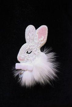 Beaded Easter Bunny Brooch Jewelry  @ArtBeadedHouse