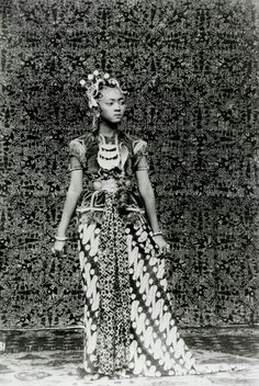 The Dancer of Kraton Djokjakarta 1922.