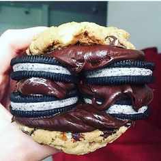 - Triple Chocolate Pretzel Cookies with Hersheys Chocolate Spread Cookies and Cream Oreos Sandwiched in the Middle! TAG a Chocolate Lover! Source: - by cakeguide Cookies And Cream Oreos, Pretzel Cookies, Just Desserts, Delicious Desserts, Dessert Recipes, Yummy Food, Unique Desserts, Chocolates, American Cookie