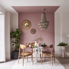 Mauve Walls, Interior Design Trends, Mid Century Dining Table, Living Room Decor, Bedroom Decor, Dining Room Colors, Colorful Dining Rooms, Deco Boheme, Home Interior