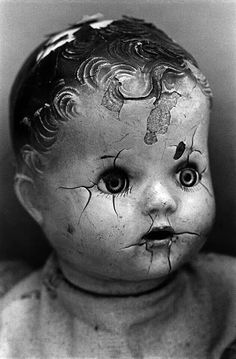 Early babydoll doll and white antiques. This gave me inspiration and i wrote a creepy poem about it. Old Dolls, Antique Dolls, Vintage Dolls, Doll Head, Doll Face, Pier Paolo Pasolini, Scary Dolls, Broken Doll, Cindy Sherman