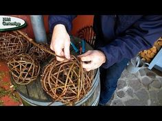 Gartentipp Oktober 1005 Rebkugeln aus Ranken vom wilden Wein flechten - YouTube