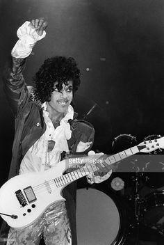 CLUB Photo of PRINCE, Prince performing on stage - Purple Rain Tour