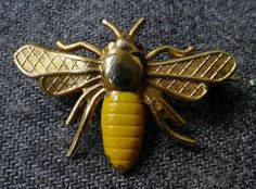 TINY ENAMELED GOLD TONED METAL BEE PIN