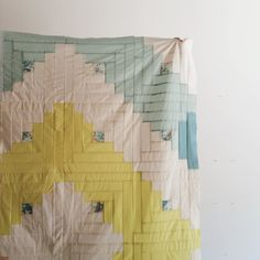 Secret Holiday Co. Image of Intro to Quilting Workshop: August Textiles, Log Cabin Quilts, Log Cabins, Sewing Crafts, Sewing Projects, Beginner Knitting Projects, Antique Quilts, Quilt Making, Quilting Designs